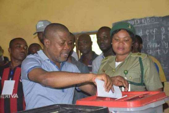 RT. Hon Emeka Ihedioha casting his vote in Mbutu