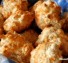 DIVINE GARLIC CHEESE BISCUITS