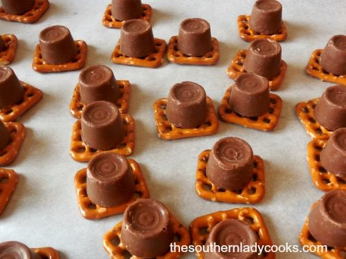 how-to-make-rolo-turtles