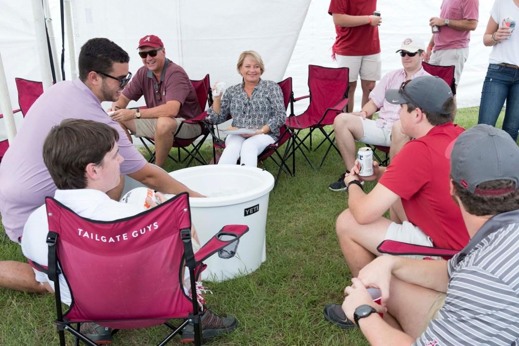 Alabama fans tailgating