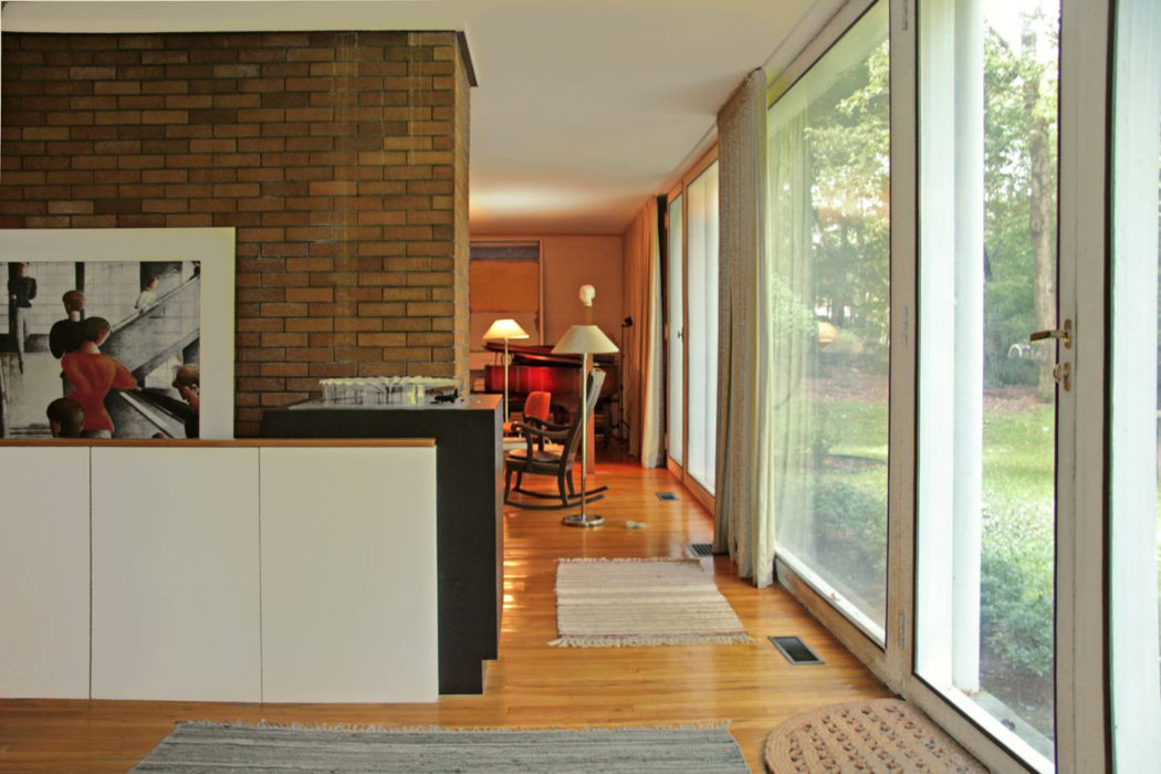 Early Philip Johnson House Hits The Market For 1m