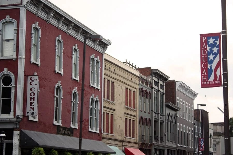 A quick trip to Paducah, Kentucky: my thoughts and essay on what I think about home now | via The Spirited Violet