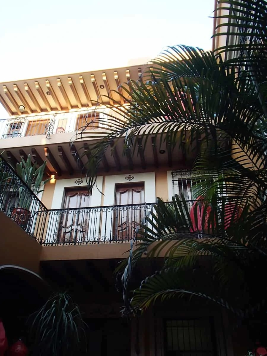 Parador San Miguel hotel in Oaxaca City, Mexico. A charming hotel with an open courtyard, exotic birds, and an amazing restaurant! Only 2 blocks away from the city's central markets and cathedrals. | via The Spirited Violet