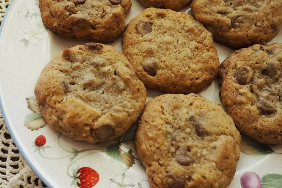 This is my favorite cookie recipe that my Mom makes when we visit. So excited to share! | via The Spirited Violet