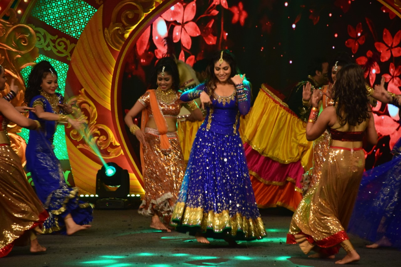 zee-celebrates-asha-bhosles-84th-birthday-bash-with-timeless-asha-concert