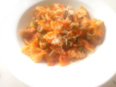 Pasta with red pesto and fresh vegetables