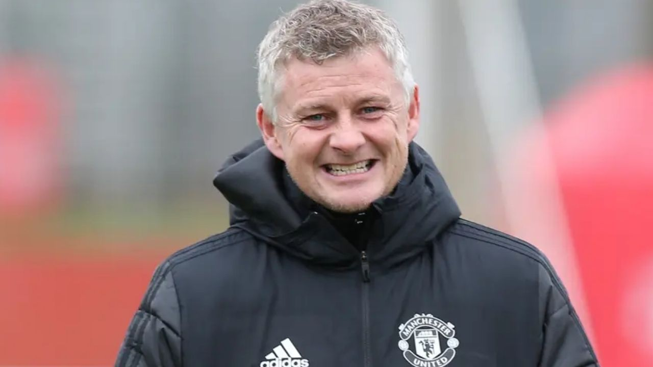 """Watch: Manchester United Fans Sing """"Ole Is At The Wheel"""" Song At The King Power Stadium During Leicester City Match"""