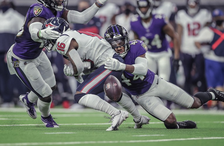Ravens continue regular-season dominance in 33-16 victory over Texans
