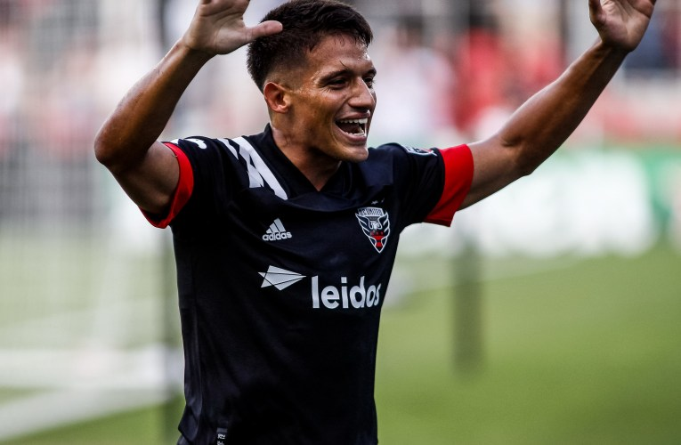 United breaks club record in 7-1 victory over Toronto