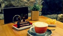 Καφές και γλυκό κέρασμα