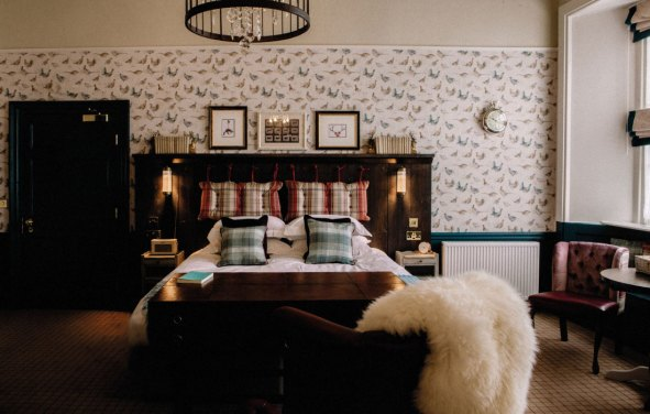 Stag-Lodge-Stow-B&B-hero-image-1100-rooms-image-1