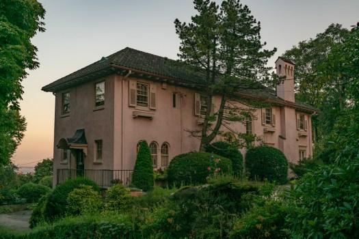 statenisland_pink_houses001