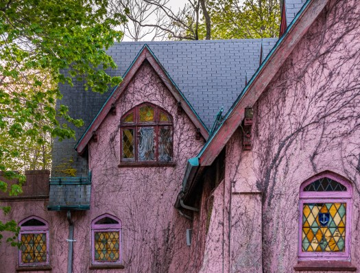 statenisland_pink_houses004