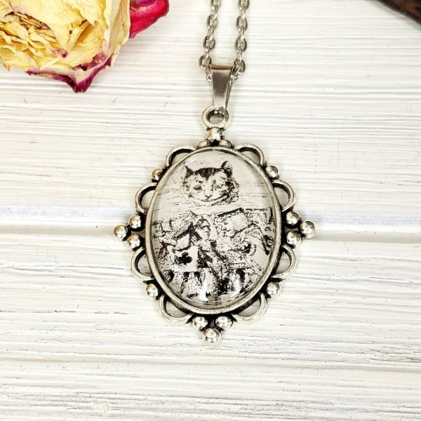 Alice in Wonderland Cheshire Cat Necklace in Silver