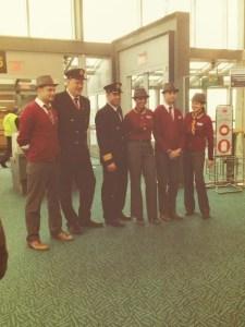 Les Uniformes de Travail d'Air Canada Rouge. Grâce à l'Aeroport YVR