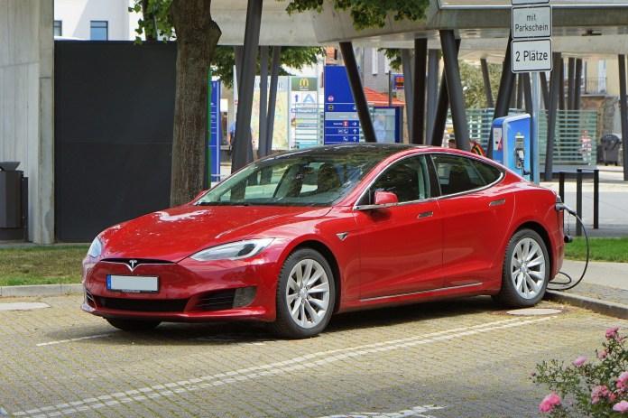 Tesla S&P 500