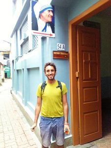 Cris staying next to the Mother`s House entrance in Kolkata