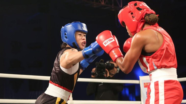 Mary Kom tackling her opponent