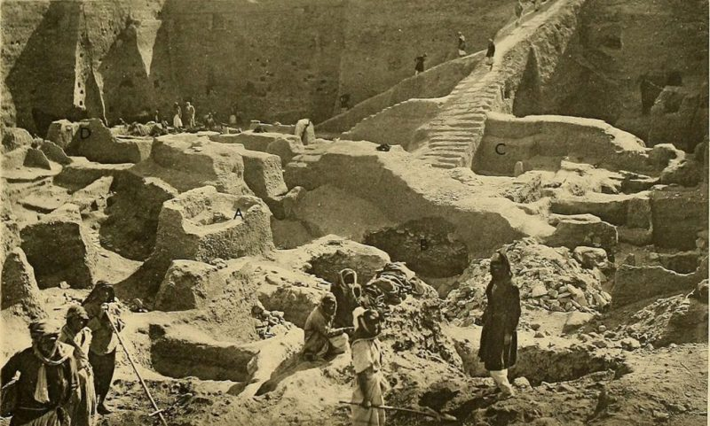 Leonard Woolley's excavation of Ur, in 1900