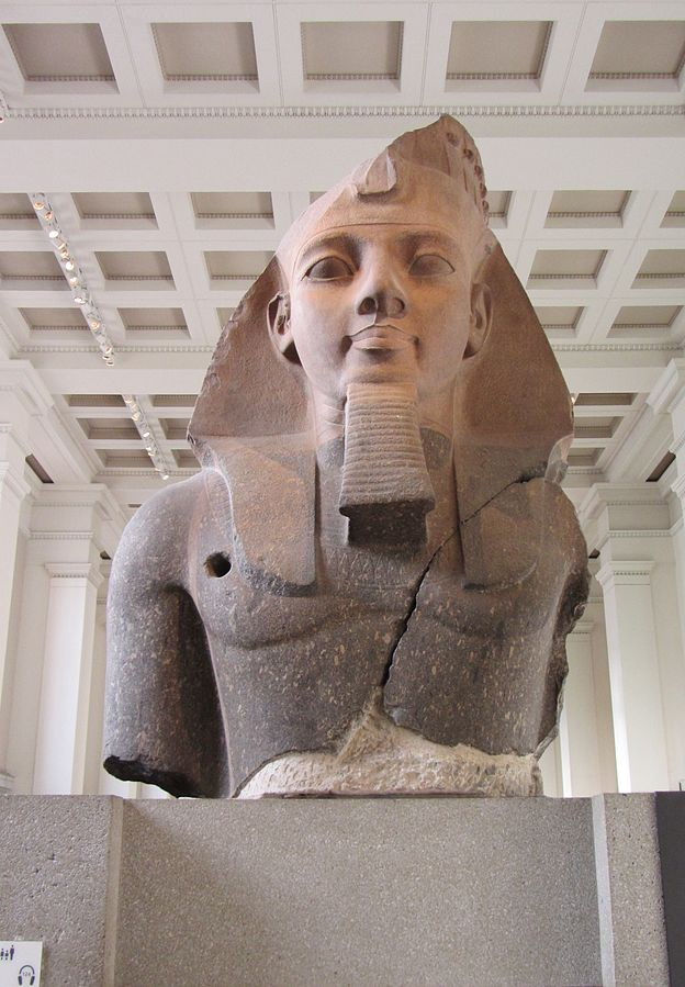 "The ""Younger Memnon"" statue of Ramesses II"