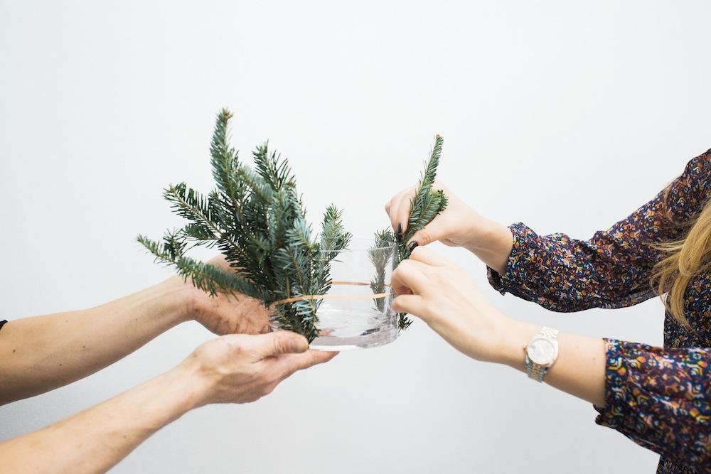 diy holiday floral arrangement wreath 3