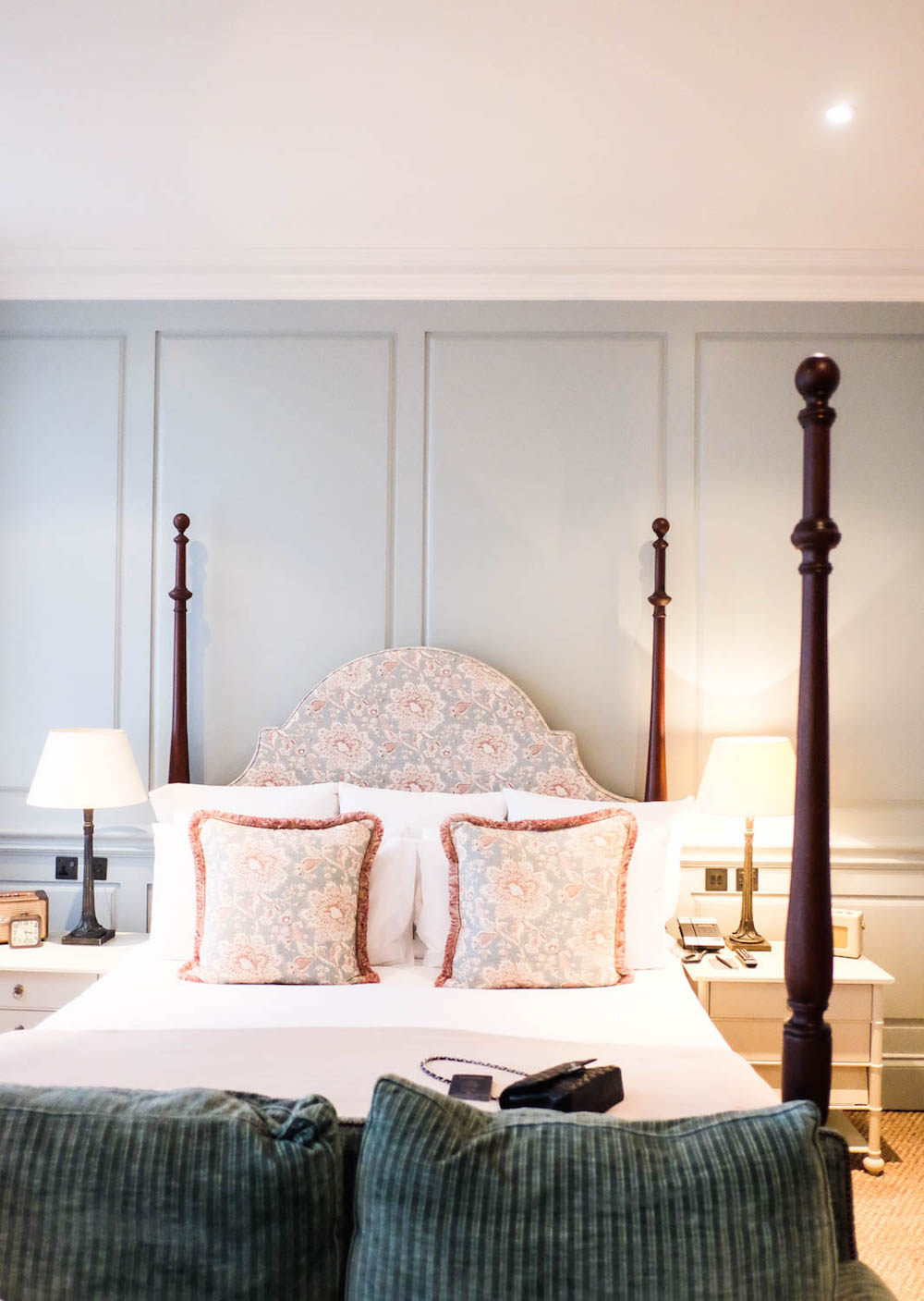 36 hours in soho | dean street townhouse - beautiful four poster bed
