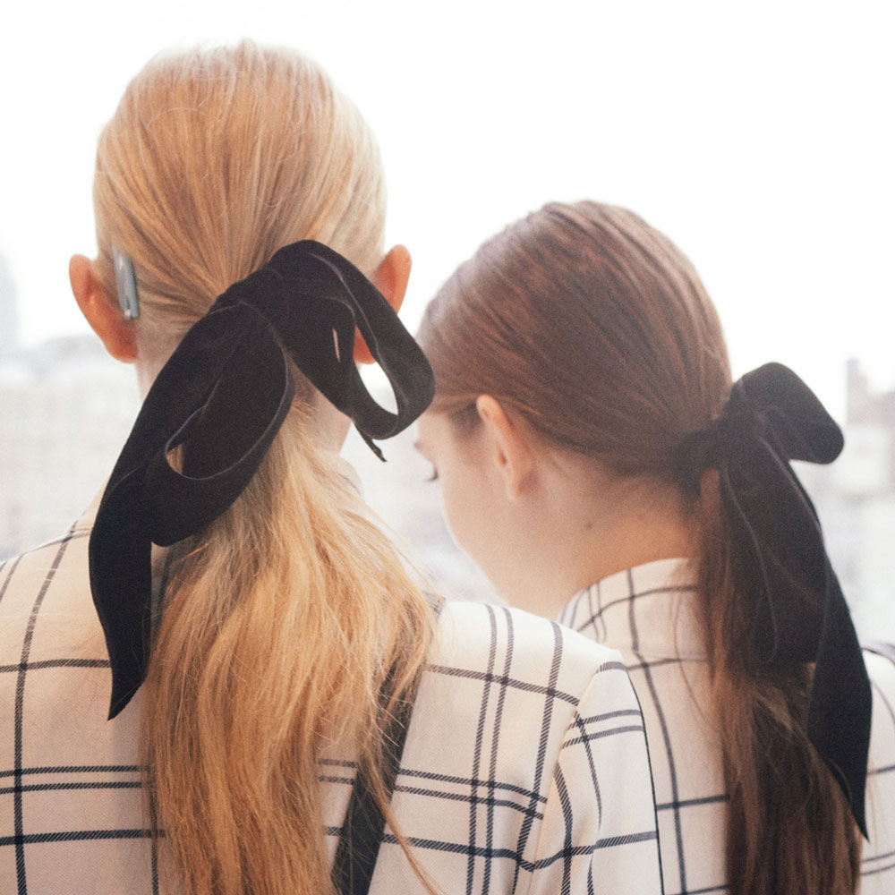 best nyfw fall 2017 beauty trends | tory burch velvet hair bow