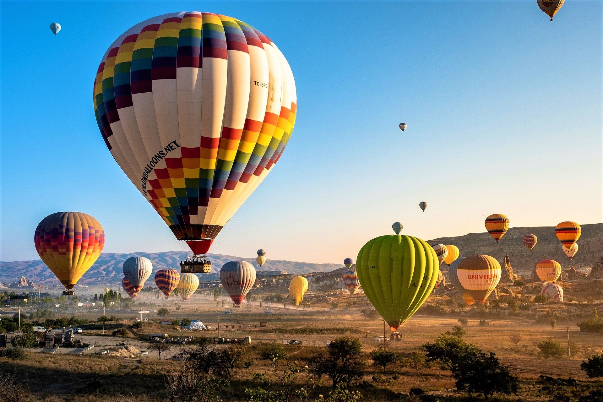 Top 15 Most Popular Hot Air Balloon Festivals Around The World
