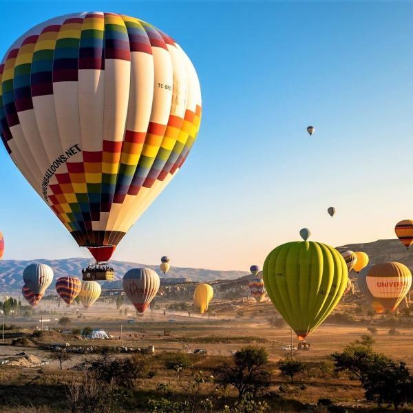 Top 15 Most Popular Hot Air Balloon Festivals Around The World