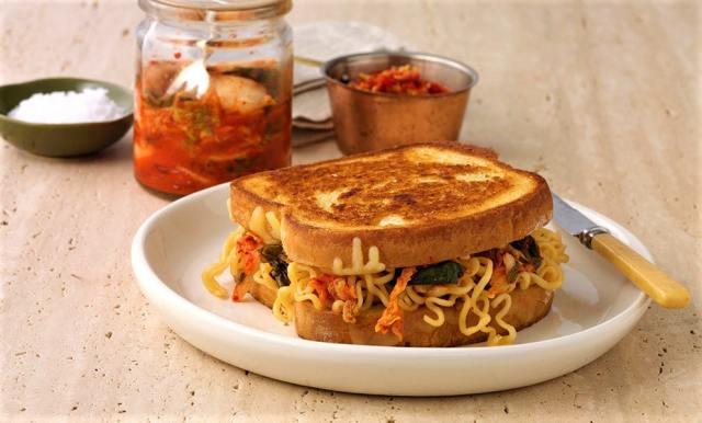 Instant Noodle sandwich
