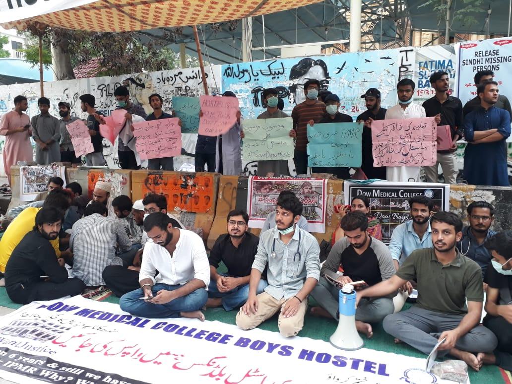 بھوک ہڑتال کے باعث ڈاو یونیورسٹی کے کئی طلبہ کی حالت تشویشناک