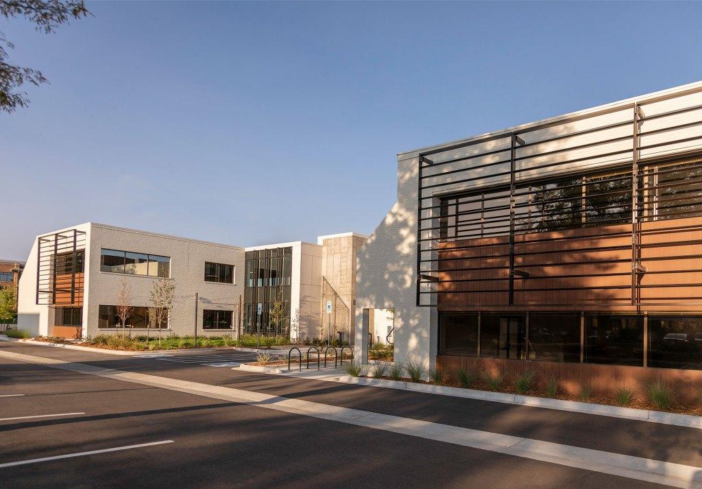 STUDIO-Architecture-Center-Green-Courtyard-South