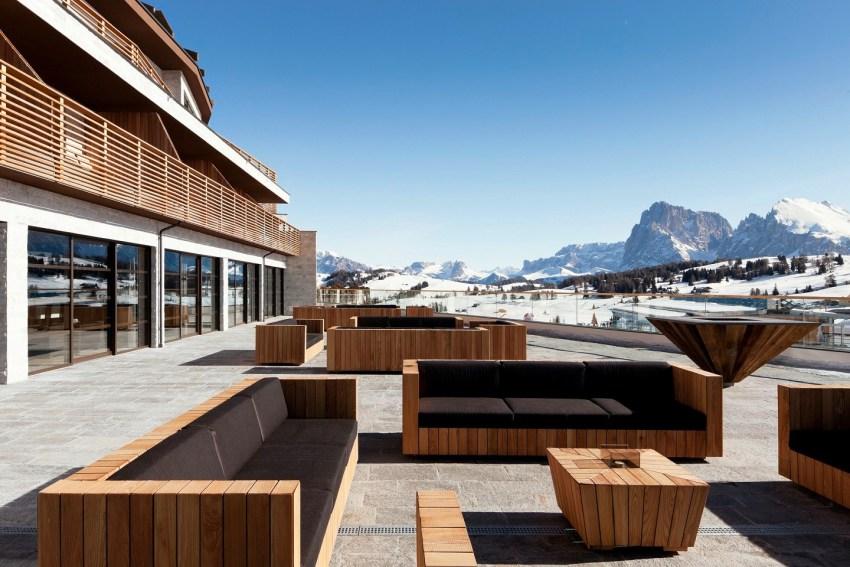 Dolomiti Val Gardena - AlpinaDolomites esterno divani - TheStyleLovers