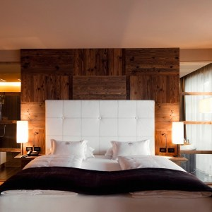 Dolomiti Val Gardena - AlpinaDolomites room bed - TheStyleLovers