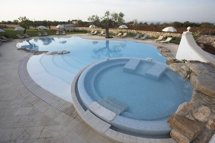 Polignano a Mare chic - Borgobianco masseria swimmingpool - thestylelovers.com