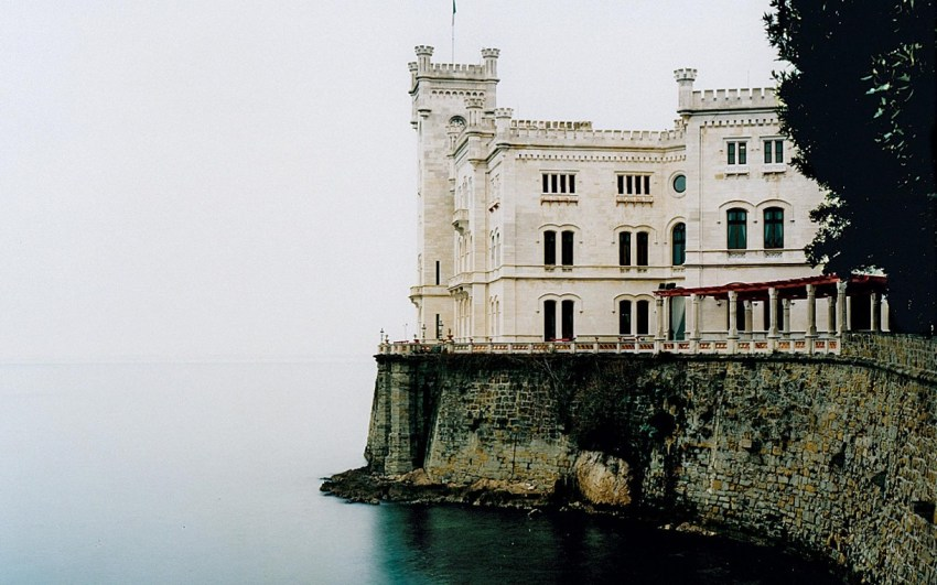 Trieste tra caffè botteghe storiche e design - Castello Miramare - thestylelovers.com