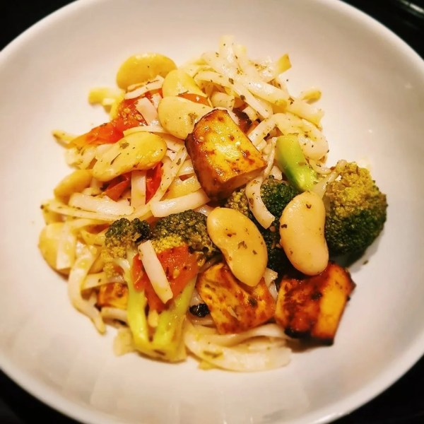 Noodles with tofu and roasted veg