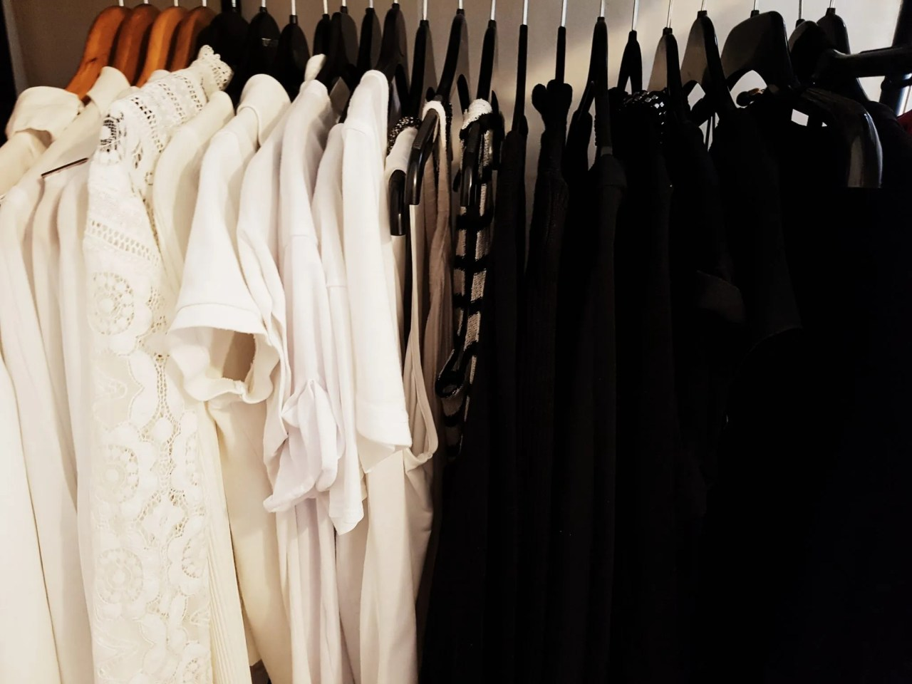 Organising Capsule Wardrobe - The Style of Laura