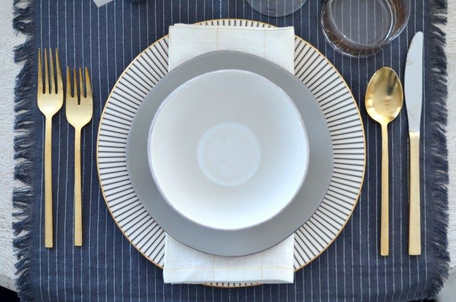 grey, silver and gold thanksgiving table // thestylesafari.com