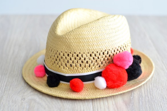 DIY pom pom straw hat // thestylesafari.com