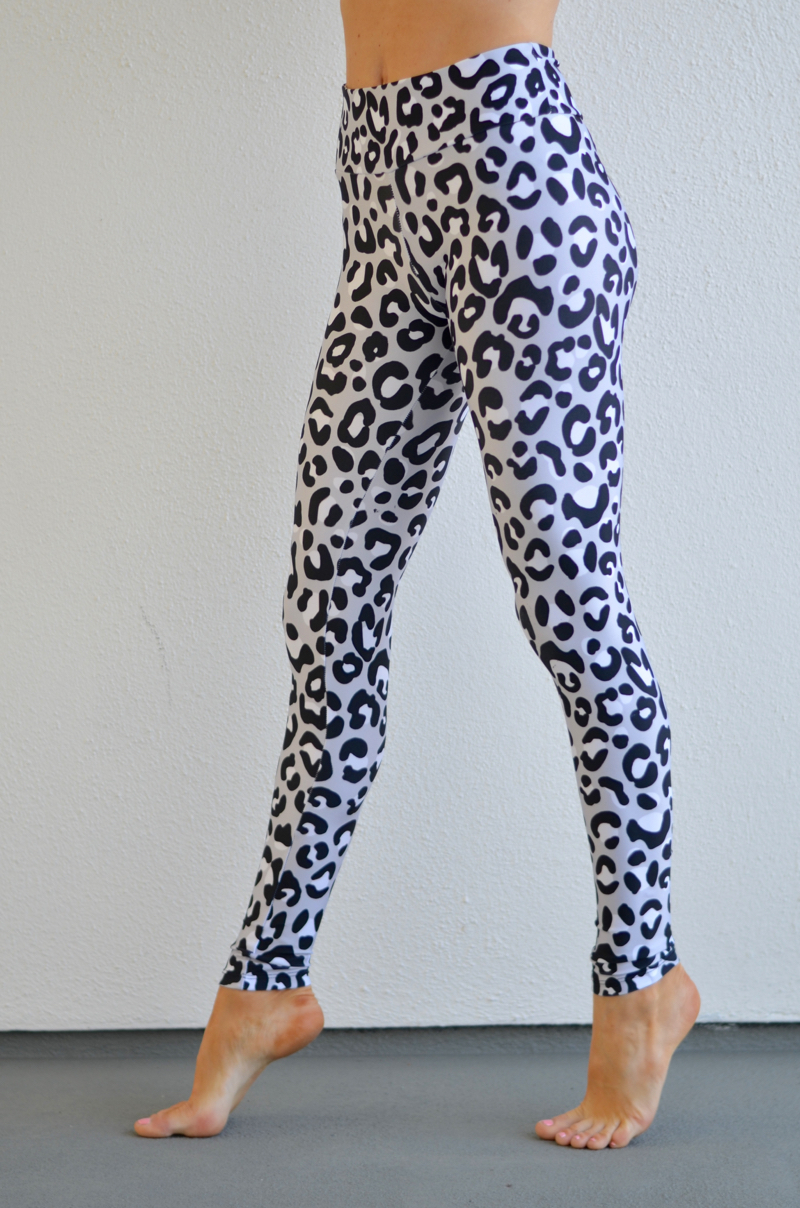 snow leopard leggings // thestylesafari.com