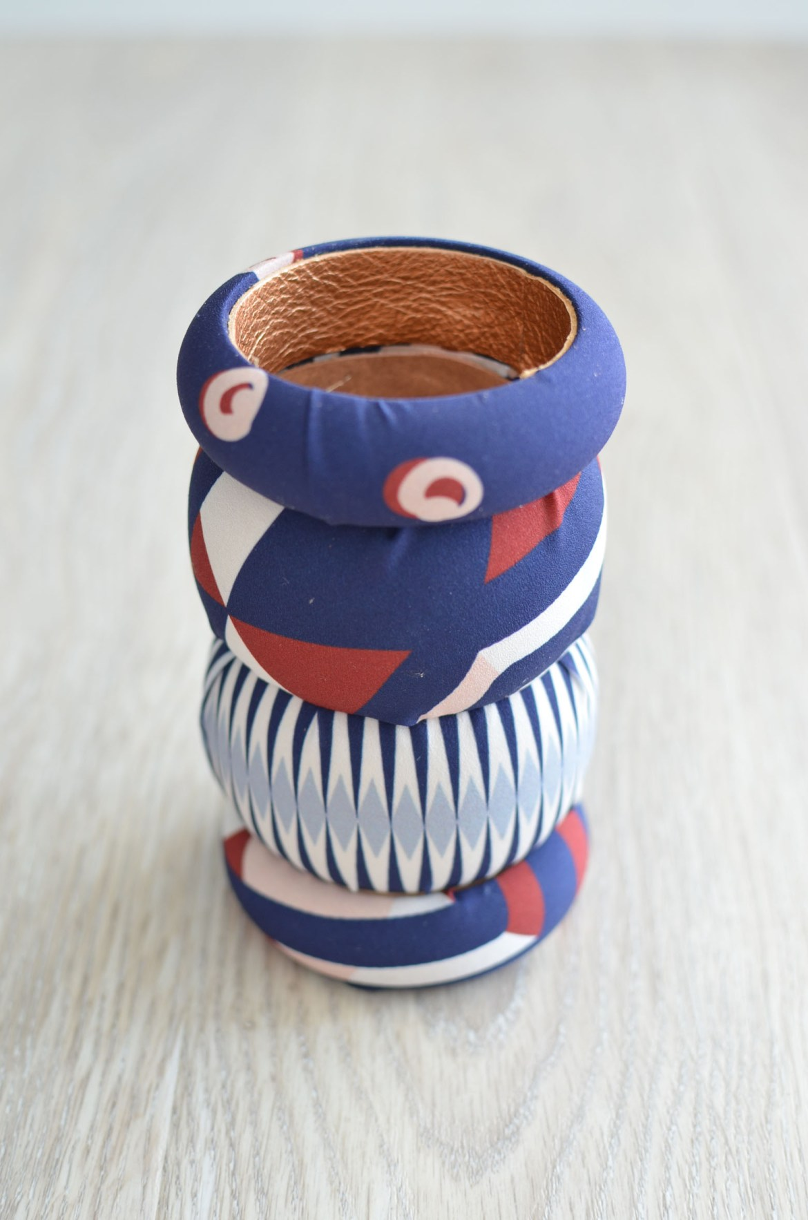 Stefanie from the Style Safari shows how to DIY printed fabric bangles