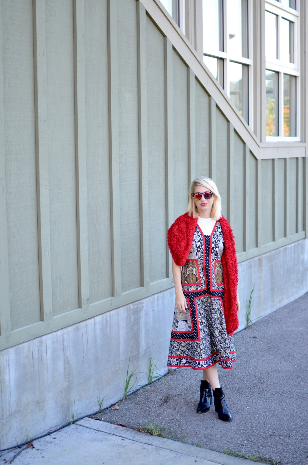 Stefanie makes a mix print red black and white dress with red fur stole for project real way // thestylesafari.com