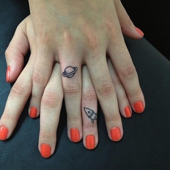 41-Finger-matching-tattoos