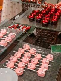Minnie's Influencer Dinner Party Minnie Themed Cake Pops