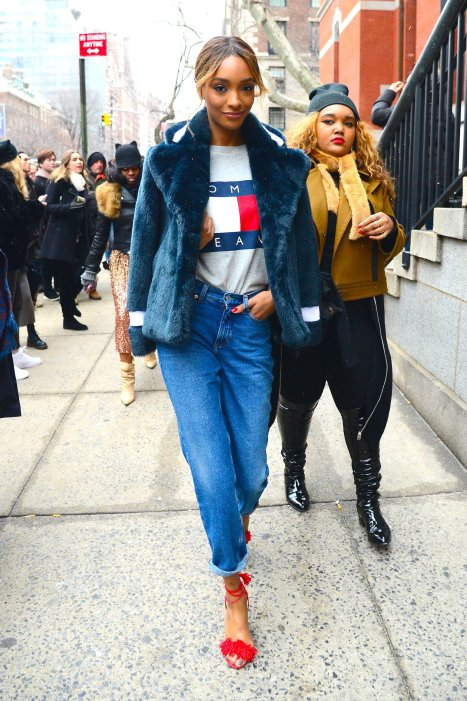 jourdan-dunn-wearing-tommy-hilfiger-t-shirt-aquazzura-shoes