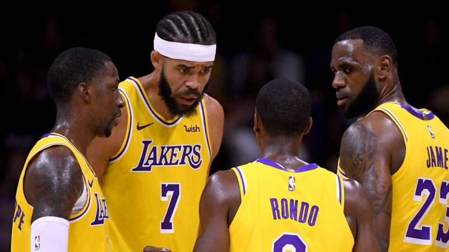 lebron-james-far-right-and-lakers-teammates_1m7da07krg6c11onkm3d9g6osv