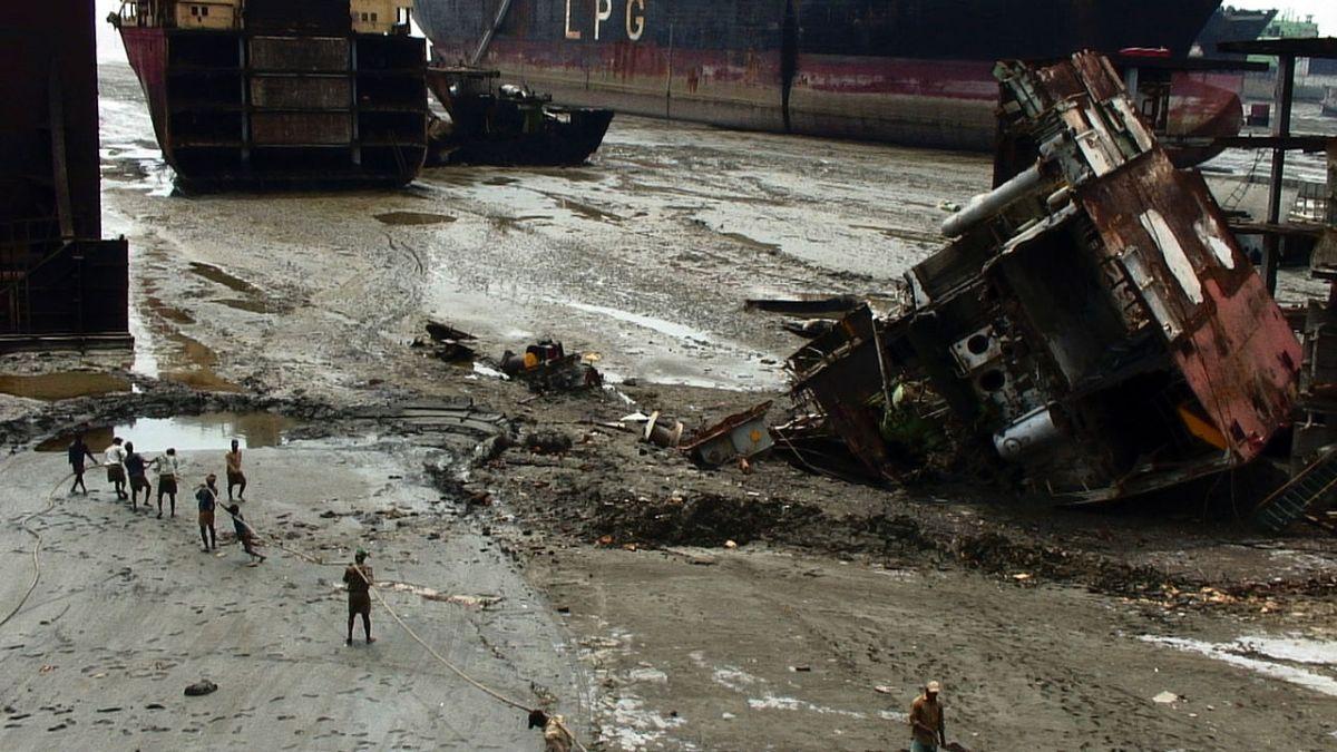 https://i1.wp.com/thesubmarine.it/wp-content/uploads/2016/11/1280px-Jafrabad_Chittagong_shipbreaking_4.jpg?fit=1200%2C675&ssl=1