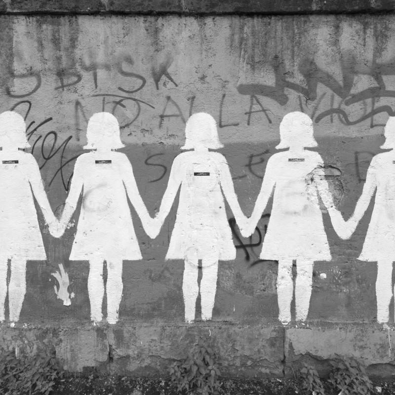 https://i1.wp.com/thesubmarine.it/wp-content/uploads/2016/11/il-murales-contro-il-femminicidio-dopo-il-restauro-foto-giorgio-benni-20152.jpg?fit=800%2C800&ssl=1