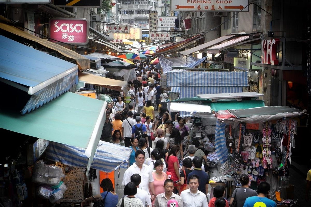 https://i1.wp.com/thesubmarine.it/wp-content/uploads/2016/12/HK_Tram_tour_view_Wan_Chai_Tai_Yuen_Street_Street_market_peak_hours_near_Johnston_Road.jpg?fit=1200%2C800&ssl=1
